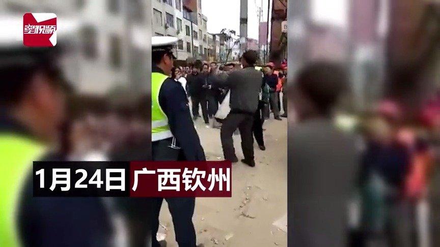 钦州一男子酒驾被查 当街尬舞飙歌!民警看呆了