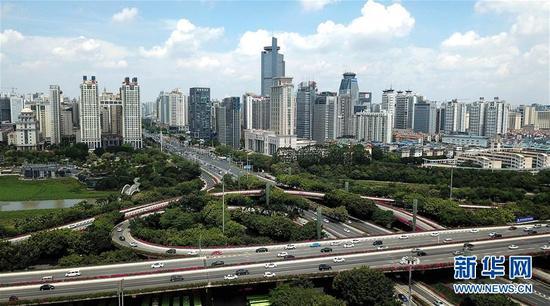 南宁市埌东片区的城市风光。新华社记者张爱林 摄