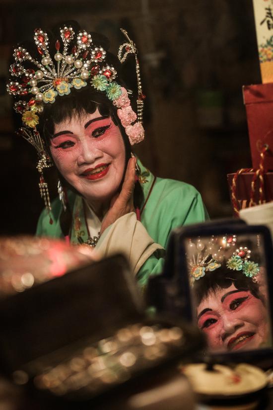 谭秀华84岁,原桂剧专业演员。