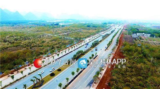 已实现通车的桂阳公路改扩建工程。记者何平江 摄