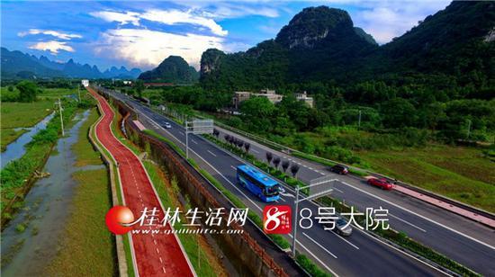 桂阳公路扩建工程是我市重大交通基础设施项目,是生态景观大道、旅游黄金通道、产业富民大道。 记者唐侃 摄