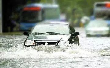 雨天涉水行车 这些该注意的事你都知道吗