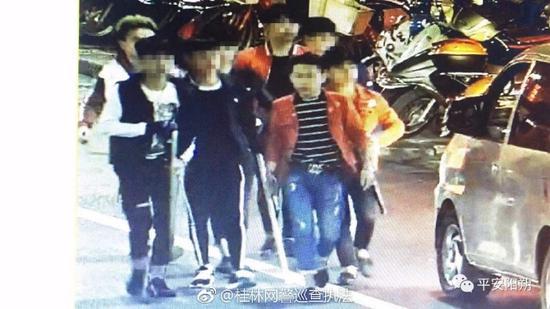 最大18岁!桂林阳朔一群少年网络约架 手拎砍刀赴约