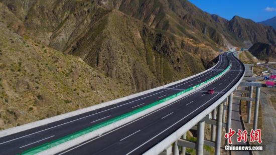 资料图:高速公路。 马成龙 摄