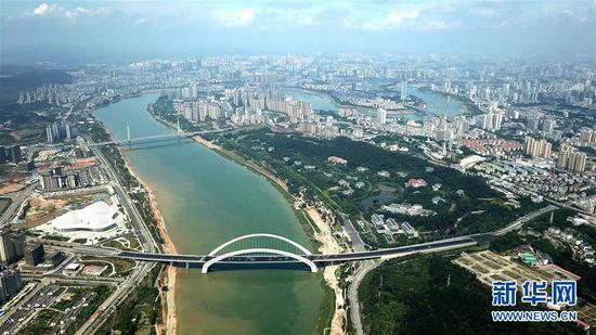 南宁市邕江两岸风景。新华社记者张爱林 摄