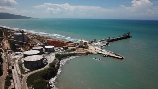 阿尔帕特氧化铝厂航拍画面。新华社记者 朱晓光 摄