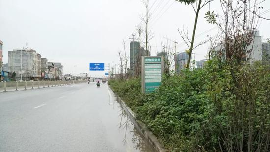 """附近的公交车站被""""淹没"""""""
