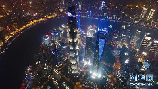 ▲上海陆家嘴的夜景 新华社记者 丁汀 摄