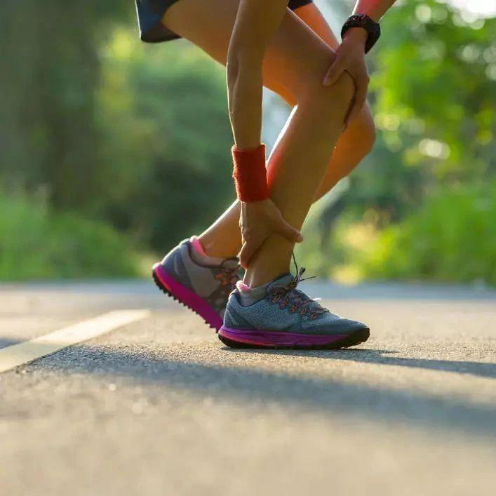 """脚踝上有两个""""血压开关"""" 每天按按就能帮着降压"""