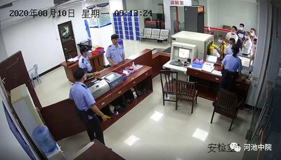 """广西男子带刀来法院离婚:""""等下调解完就杀掉她!"""""""