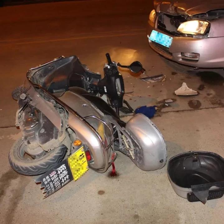 吓人!百色男子酒驾被撞飞 被抛起后重摔在车顶