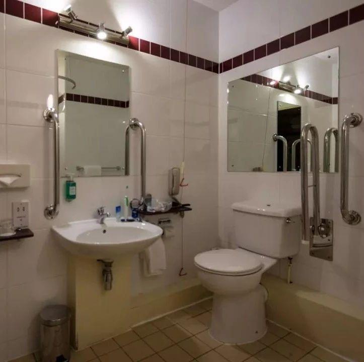 @上厕所喜欢玩手机的人:你的6个部位正慢慢受损