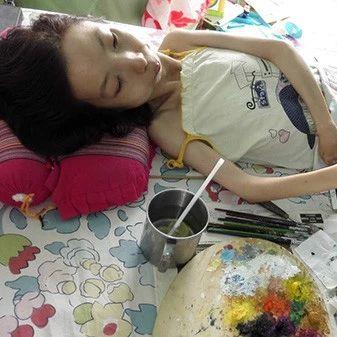 有梦想谁都了不起!她全身瘫痪却坚持作画30年