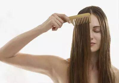 清爽出门却顶着大油头回来 天热如何缓解头发油腻