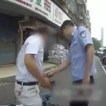 民警赤脚狂奔三公里抓传销分子!网友:众筹给他买鞋