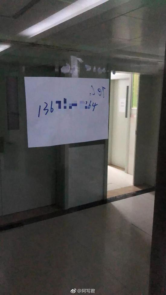 网友拍摄到的病房外情景