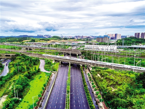 南宁东至桂林全州南增开红色旅游动车(图)