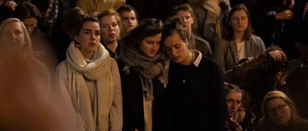 """巴黎圣母院大火:可以""""无感"""" 但别幸灾乐祸"""