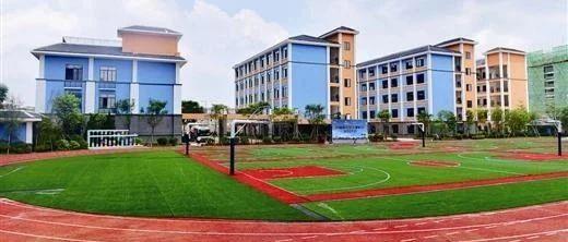 邕普通中小学校将有望增加午托房、设置5人制足球场