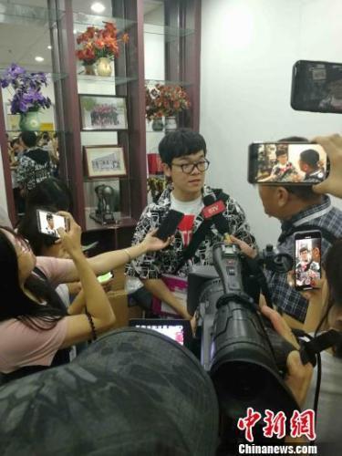 柯洁接受记者采访。 马海燕 摄