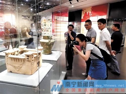 各种国宝级文物,带观众走进一场文物盛宴本版图片均为本报记者赖有光摄