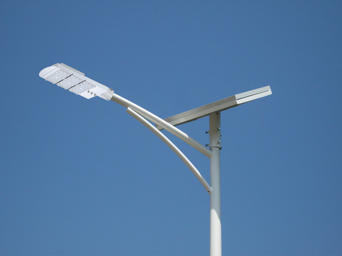 亮了!南宁吴圩镇38个村坡装上新能源路灯