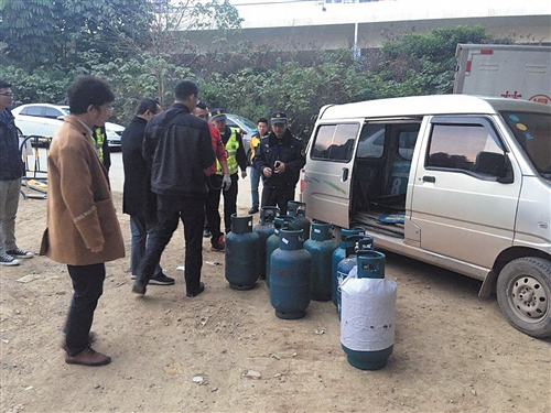 南宁一非法经营燃气点被查处 查扣74个燃气钢瓶