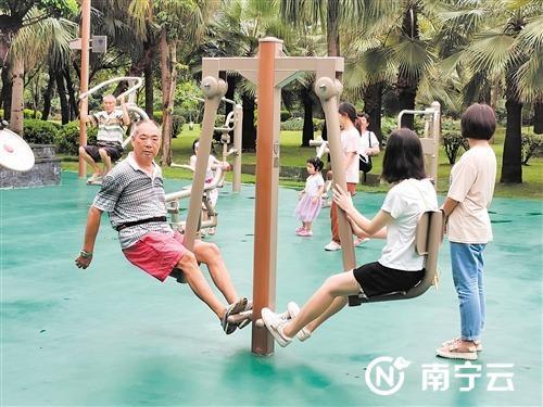 健身设施受到市民欢迎,使用率很高