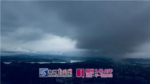 5月7日,柳东体育中心西侧,疑似出现龙吸水奇观(黎寒池 摄)