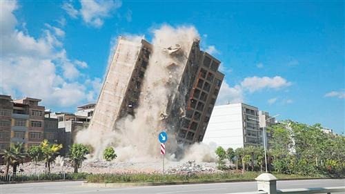 位于昆仑大道的一栋小产权房已拆除完毕 本报通讯员 张建伟 摄
