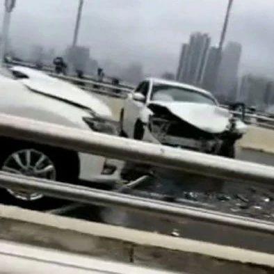 交警通报!南宁凌铁大桥发生两车相撞 一学生伤势严重