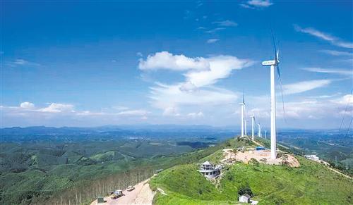 霞义山大风车群(图片来源:横县旅游)