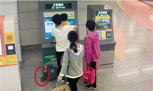 外地游客南宁遗失钱包 地铁两派出所联动找到失主