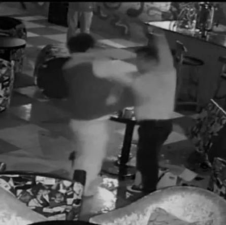 陕西酒吧反杀案:男子面对挑衅反击致死 一审被判9年
