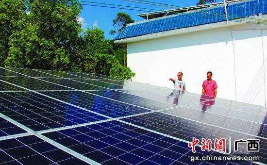 图为荔浦县光伏发电产业。周俊远 摄