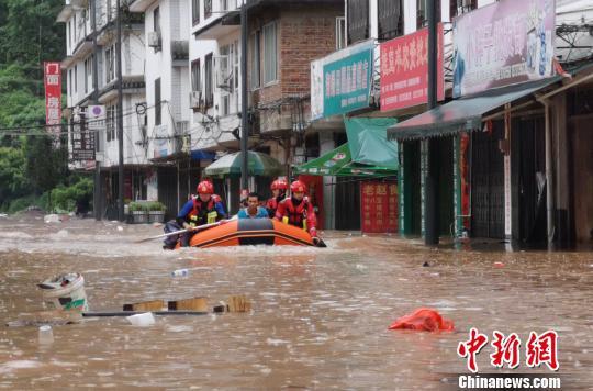 阳朔发布洪水红色预警 严重内涝致数百人被紧急转移