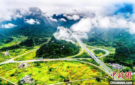 """广西乡村变形记:穷乡僻壤成令人向往的""""诗和远方"""""""