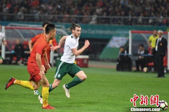 2018格力·中国杯国际足球锦标赛3月在广西南宁举行,图为国足对战威尔士队。 俞靖 摄