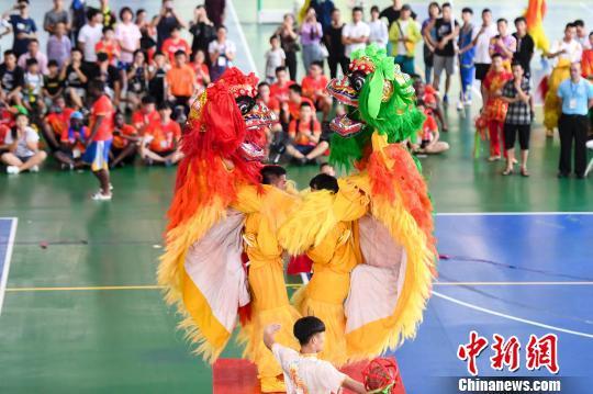 中南大学选手进行北师规定动作比赛。 杨华峰 摄