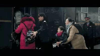 她在南宁到哈尔滨的列车上呆6天 只能跟儿子见3分钟