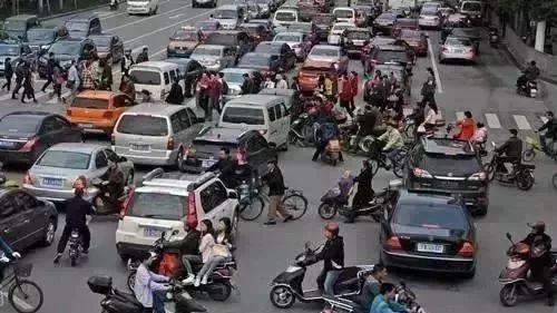 28人死亡 207人受伤!南宁2017年电动车作死瞬间(图)