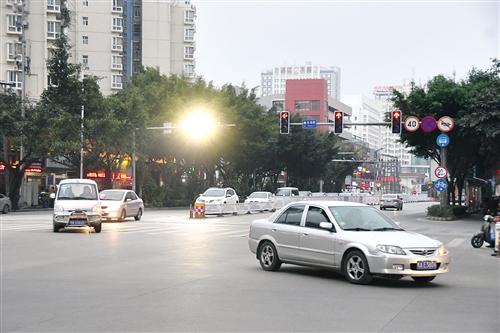 车主们注意!南宁长湖茶花园路口左转车道恢复