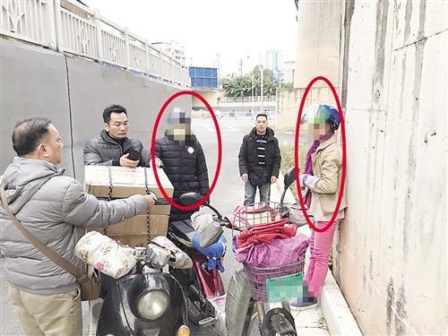 两女子在交易时被执法人员当场抓获