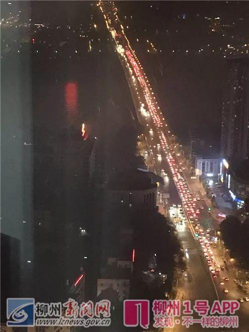 文昌桥正在堵车(网友咪丝侯摄)