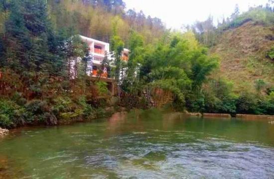溪林湾印舍度假山庄,坐落于灵川县九屋西岭村的一个山谷.