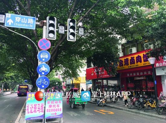 桂林:调整摩托车通行规我跟着你们一起出查看下定劝导摩托车依规通行