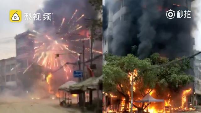 可怕!广西德保县一超市起火 整栋楼被烈焰吞噬