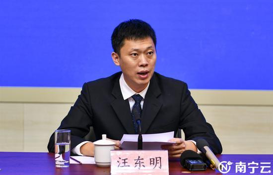 市工信局党组书记、局长汪东明介绍2020年南宁市制造业发展攻坚突破年活动内容。记者 杜佳徽