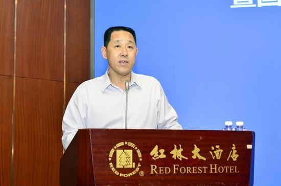 国家知识产权局商标局党委书记崔守东在会上发表讲话 杨彪/摄
