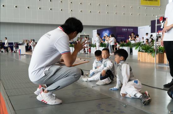 凡胜冠军杯击剑比赛第二站在南宁国际会展中心开赛